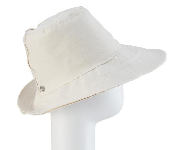 8815fadc17b Love this summer travel hat from Tracy Watts. A foldable hat that you can  tuck into its sweet travel bag. Besides that fact